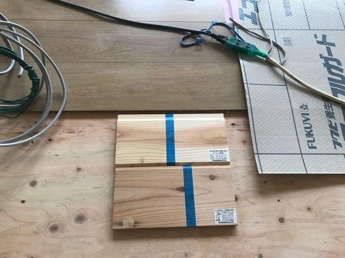 フローリングと木サイディング