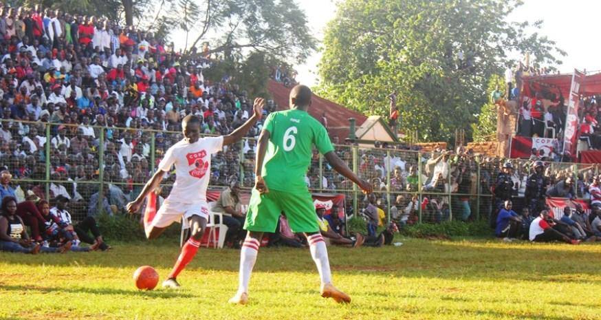 Tear Gas, Gun-shots mar Jinja SS' slim win over 10 man Standard High Zana #Uganda Aaron Okwii crosses the ball
