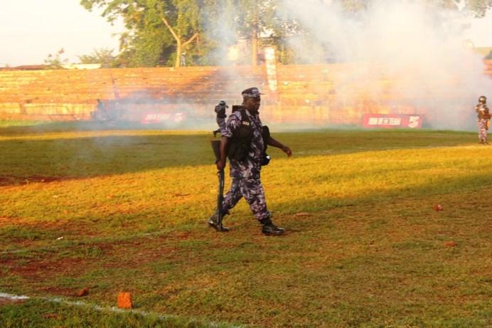 Tear Gas, Gun-shots mar Jinja SS' slim win over 10 man Standard High Zana #Uganda Anti riot police man walks across the Kakindu Stadium after dispersing off the fans who had ran to the field of play