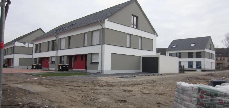 Haus in rot, weiß, grau Seitenansicht