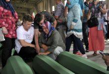 Photo of Porodice se opraštaju od najmilijih u Potočarima: Tišina i jecaji u bivšoj Fabrici akumulatora