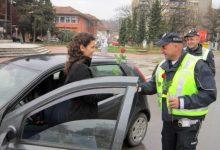 Photo of Srbija: Policajci uz ruže damama čestitali 8. mart