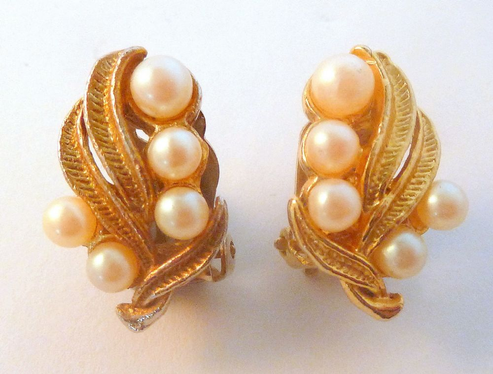 Vintage Faux Pearl Climbing Leaf Floral Design Clip On Earrings