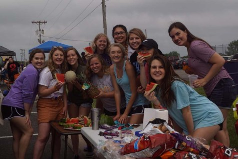 Seniors Gather and Have a Picnic For One Last Hurrah