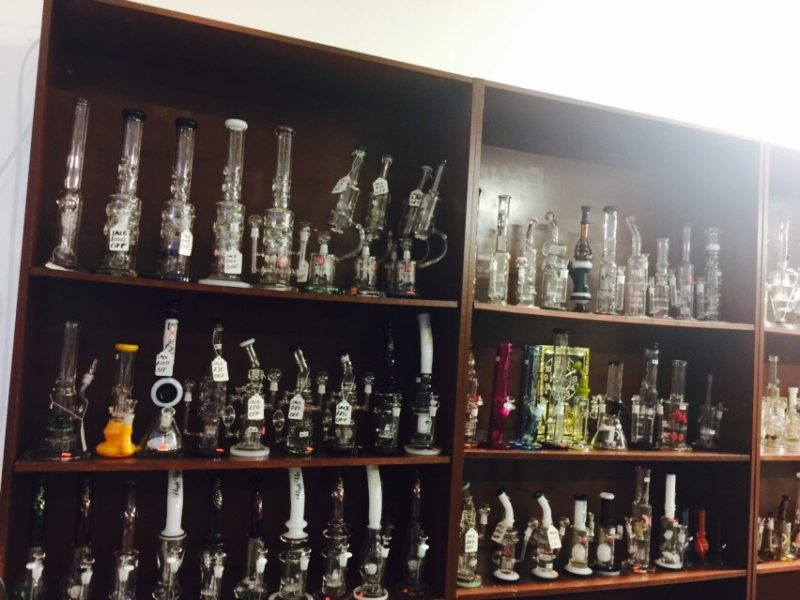 Kansas-City-smoke-shop-head-shop-glass-bongs-pipes-Westport