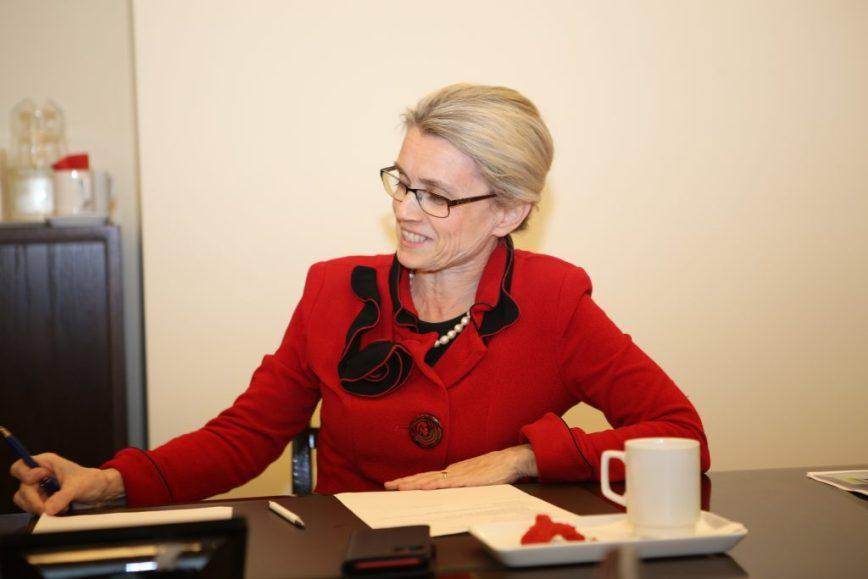 Päivi Räsänen ek-ryhmän kokouksessa politiikan hulluna viikkona, 5.12.2019, kuva Kristiina Kunnas