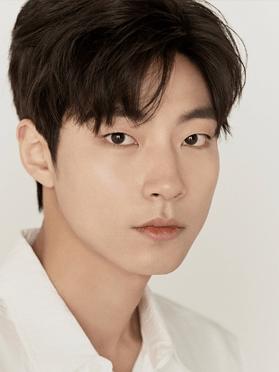 Hwang In-yeop , 30 (True Beauty)