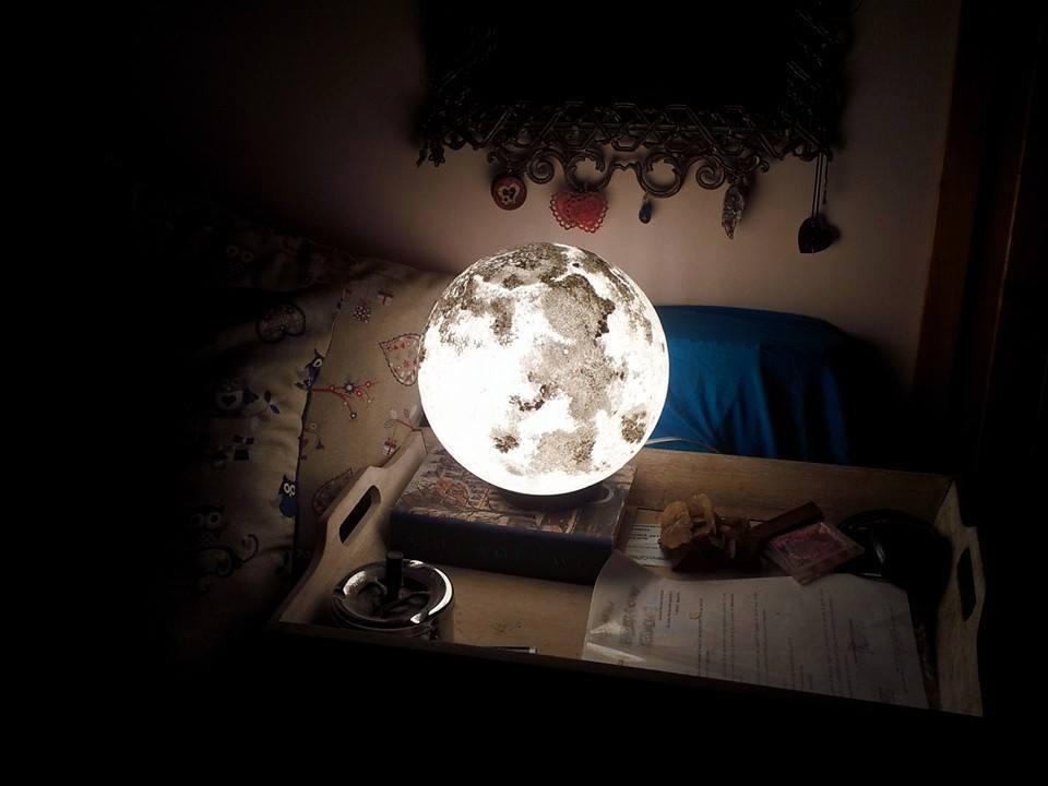 Lampade a forma di luna e pianeti per sentirsi immersi nello spazio  KEBLOG