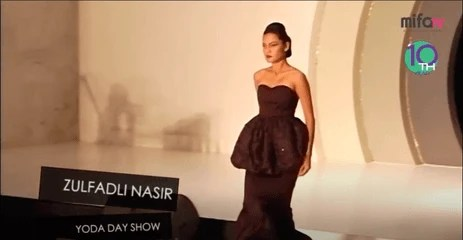 Video pertunjukan fesyen pereka dari malaysia bertemakan Love in Paris
