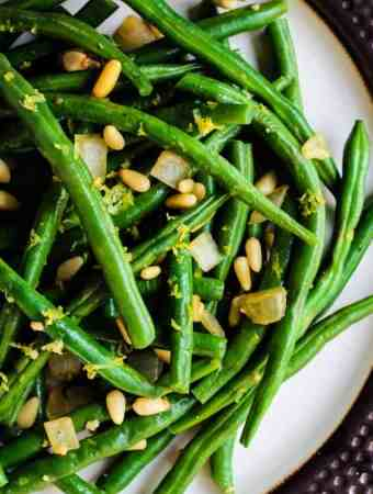 vegan green beans with pine nuts