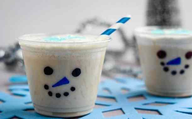 snowman Christmas smoothie cups on snowflake