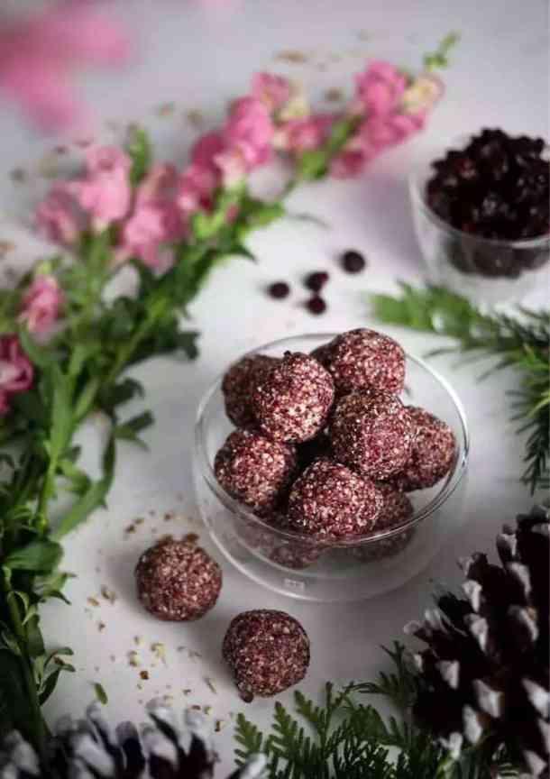 homemade vegan Christmas gifts cranberry energy bites