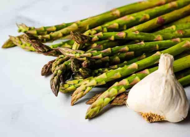 fresh asparagus and garlic clove