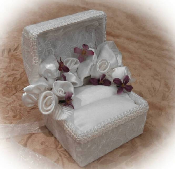 Pearls And Flower Enement Ring Box