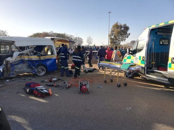 A collision between two taxis on the R549 in Ratanda, south of Heidelberg