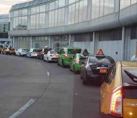 Chicago taxi drivers waiting in line to O'Hare's terminal 1
