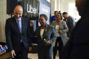 Uber Technologies CEO Dara Khosrowshahi, left, with Chicago Mayor Lori Lightfoot at The Old Post Office on Sept. 9, 2019. (Jose M. Osorio / Chicago Tribune)