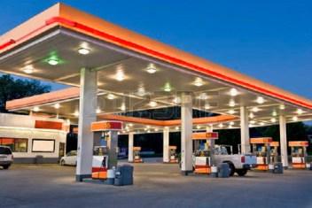 33808902-retail-benzine-station-en-convenience-store-begin-avond-tijd-blootstelling-van-de-moderne-retail-be-kopie
