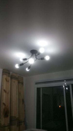 Instalação de luminária com várias lâmpadas