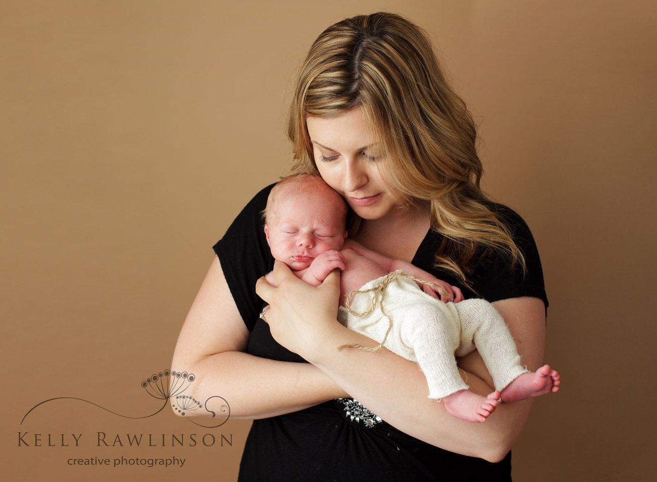 mom and baby, professional photographer in uxbridge,