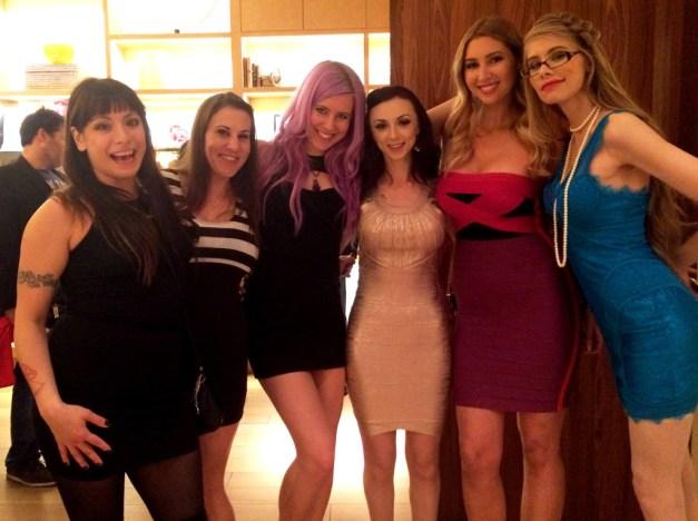 Kelly-Sunshine-Vegas-AVN-AEE-2015-(7)