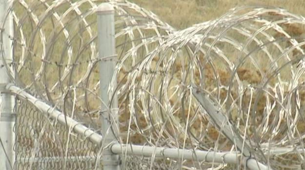 jail-prison-correctional-facility-barbed-wire_728311540621