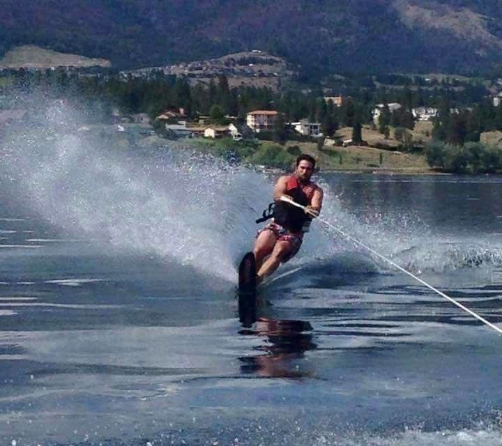 okanagan-guy-wakeboarding
