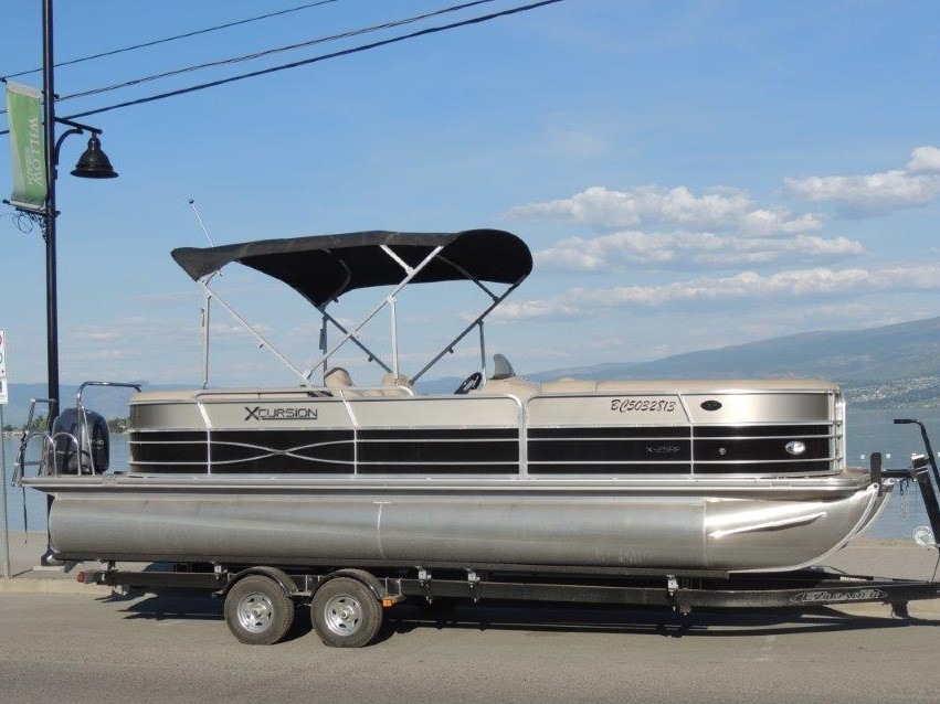 25′ Pontoon 2014 Boat Rental