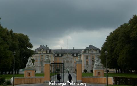 Jalan-Jalan Setelah Lebaran di Schloss Augustusburg di Brühl