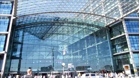 Megahnya Stasiun Pusat Berlin