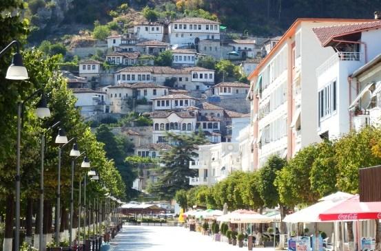 Traveling ke Albania