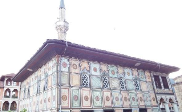 Warna-Warni Masjid Tetovo
