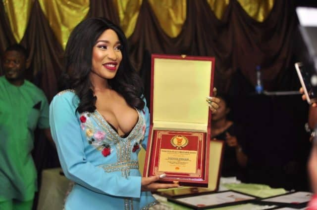 Tonto Dikeh stuns in cleavage-baring outfit as she bags peace award
