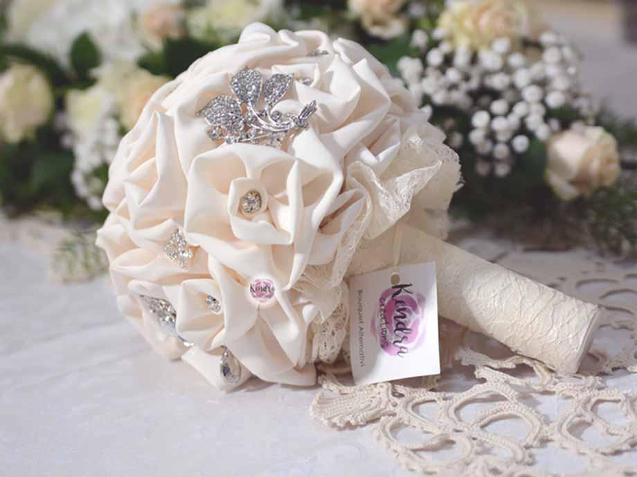 Bouquet gioiello di stoffa