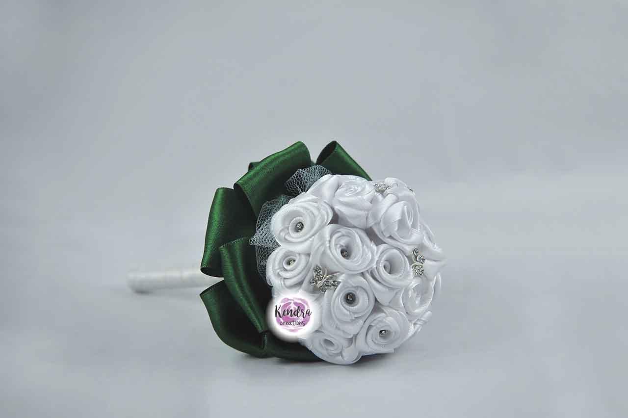 Bouquet prima comunione roselline bianche