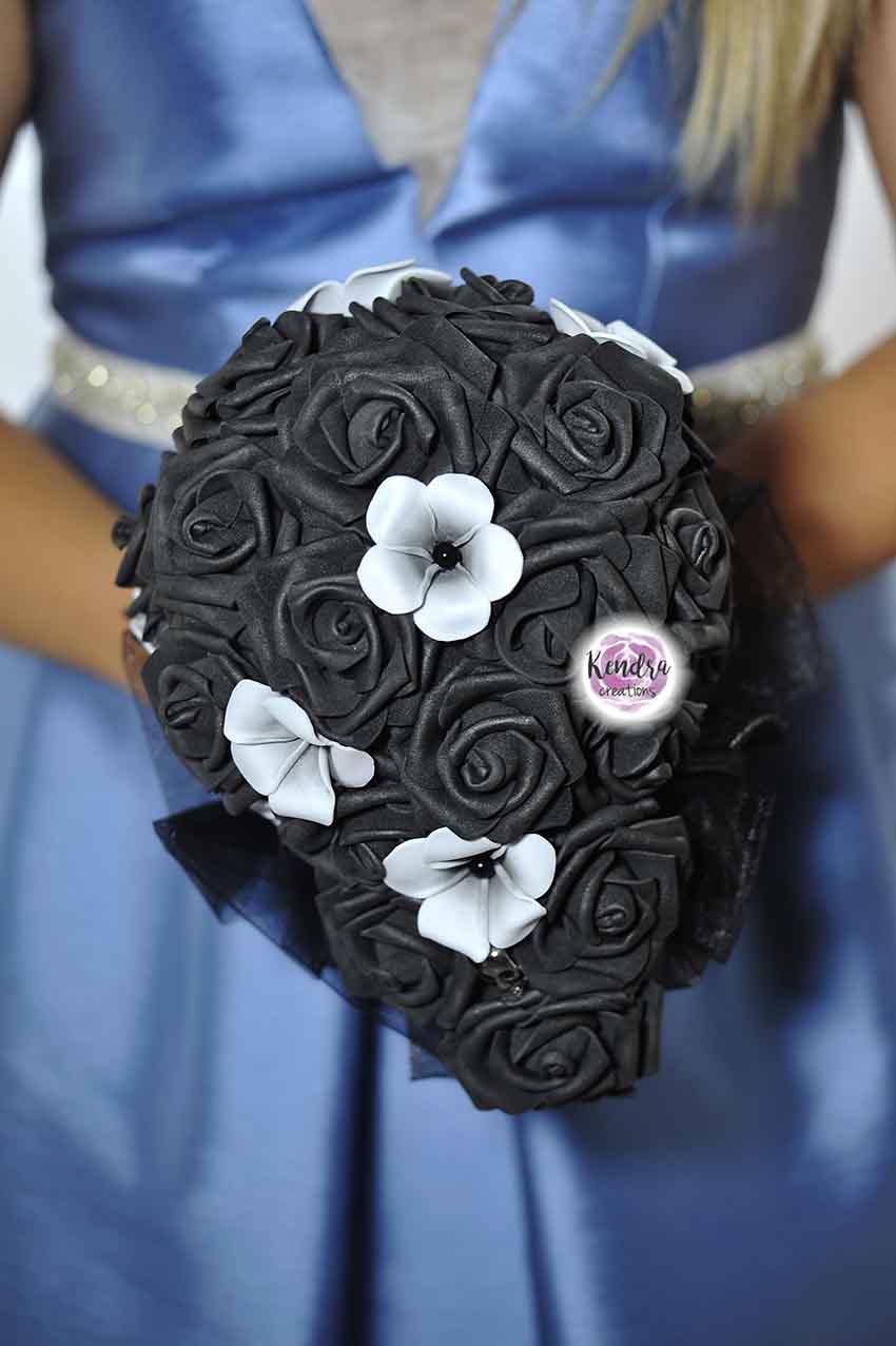 Bouquet rose nere e frangipani