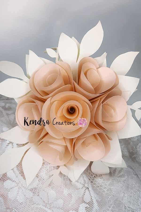 Bouquet-Comunione-rose-carta