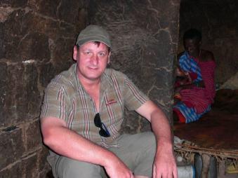 Andreas (inselhopper) bei dem Massai in Kenia
