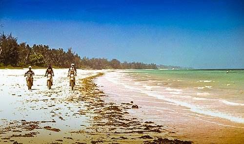 am strand - motorrad motorbike safari reise Kenia