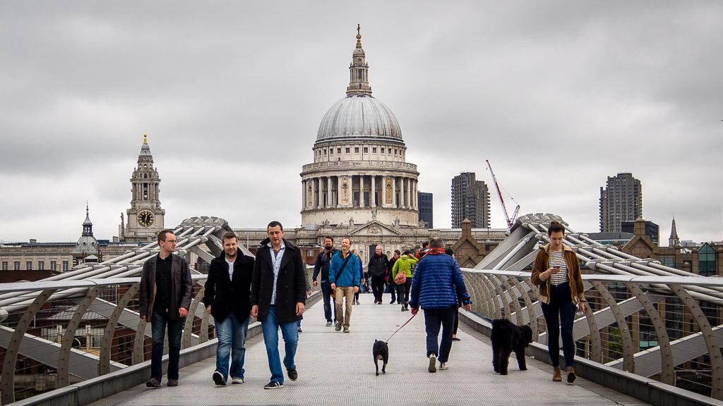 View of St Paul's Cathedral from Millenium Bridge, London. Cropped to 16 : 9 aspect ratio (Olympus OMD EM-5, 1/640 sec, ƒ6.3, 38mm, ISO200)