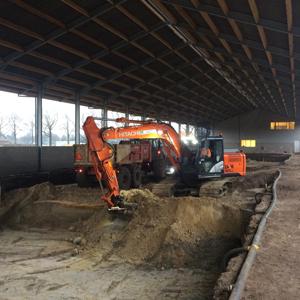 Loonbedrijf Kennes uitgraven stal