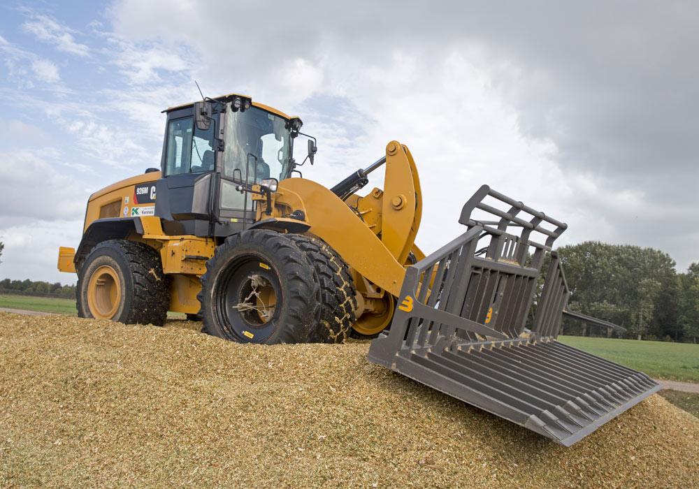 Loonbedrijf Kennes maïs kuil aanrijden