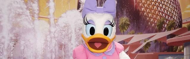Daisy Duck Epcot meet and greet KennythePirate