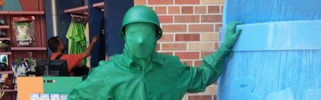 Green Army Man Hollywood Studios meet and greet KennythePirate