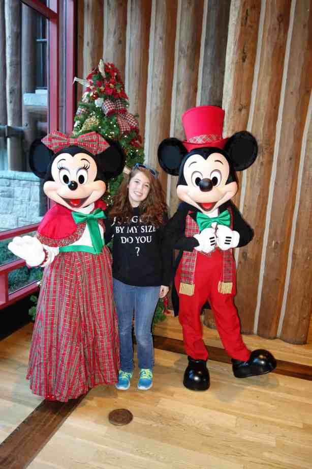 Mickey and Minnie Dec2012 xmas Wild Lodge (5)