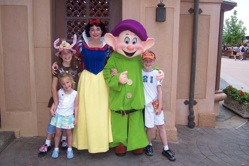 Walt Disney World, Epcot Characters, Germany Pavilion, Snow White, Dopey