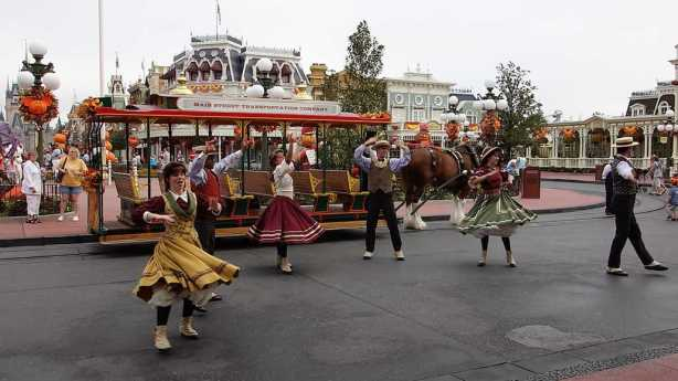 Trolley Party dancers in their fall attire.
