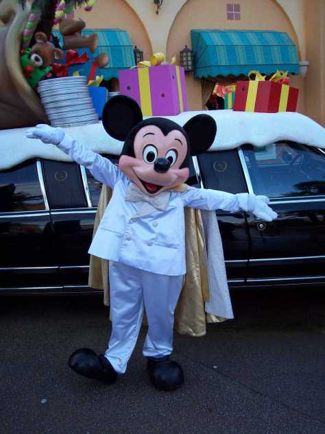 Mickey in his stunning Christmas outfit at the Walt Disney Studios in 2008.