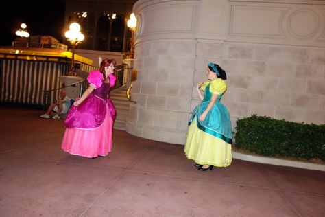 Anastasia and Drizella at 11:14 PM. They roamed between City Hall and Town Square Theater and the CM didn't want lines! NO LINES! LET'S MOVE! NO LINES!