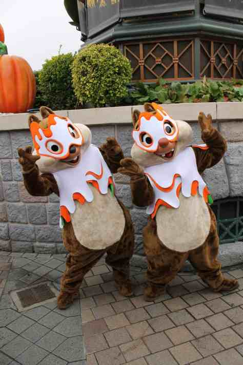 These costumes were used during the Halloween Season 2011 and 2012. They wore them in a Halloween show and after each show they did a short meet'n'greet with guests.
